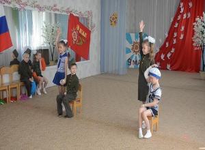 Таганрогских детсадовцев провели по местам воинской славы