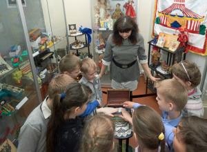 В Таганроге открылась выставка  игрушек наших бабушек и дедушек