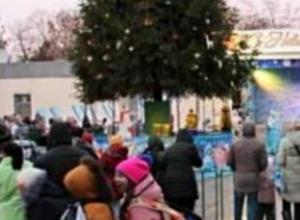 В Таганроге открыли главную елку