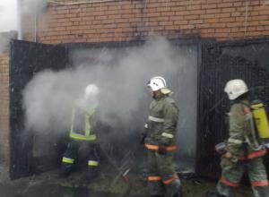 В Таганроге на пожаре в гараже на улице Толбухина погибли два человека