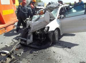Водитель легковушки погиб в жутком ДТП с КамАЗом на трассе под Таганрогом