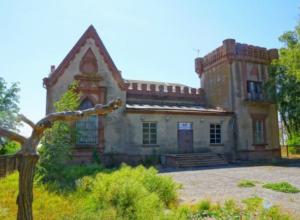Отреставрировать Усадьбу Лакиера активно требует жительница Таганрога