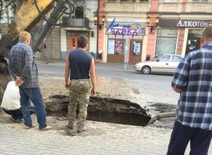 Глубокий провал образовался в центре Таганрога