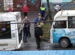 В Таганроге столкнулись маршрутка и автобус