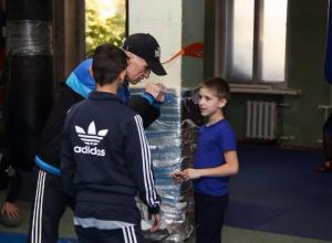 Таганрогских сирот познакомили с большим спортом