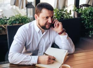 Адвокат по уголовным делам Денис Матюхин дает пояснения по   делу   депутата Гревцева