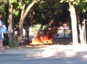 В Таганроге полностью сгорел мотоцикл возле школы