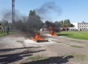 Мощный ландшафтный пожар в Таганроге пришлось тушить школьникам