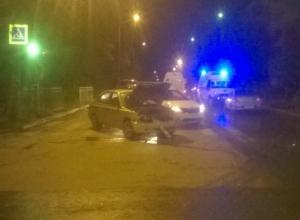 Серьезную травму головы получил водитель иномарки в лобовом ДТП на перекрестке Таганрога