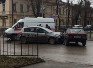 В Таганроге произошло ДТП с участием ВАЗ и иномарки