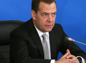 Медведев велел разобраться с увольнением учителя, пожаловавшегося ему на низкую зарплату