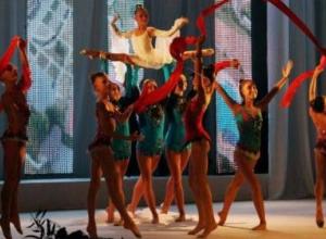 C Днем рождения Таганрог с большой сцены поздравил Андрей Лисицкий