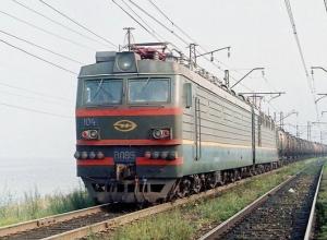 Пара жителей Матвеево-Курганского района погибла под колесами товарного поезда