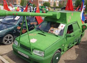 Парад автомобилей в Таганроге  продолжается (фоторепортаж)