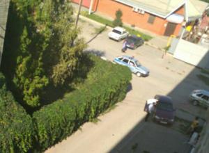 Запланировавшего «пьяные покатушки» мужчину жестко успокоили соседи во дворе Таганрога