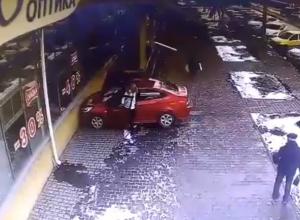 Девушка – водитель удивила и возмутила таганрожцев,  видевших ее катание