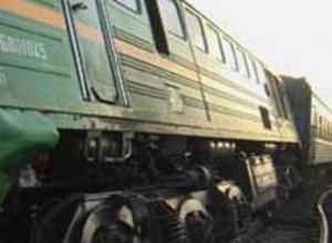 Поезд столкнулся с маневренным локомотивом в Таганроге