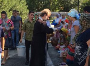 Журналисты «Блокнота» освятили фрукты в «Красном десанте» под Таганрогом, поговорили с сельчанами  о приметах