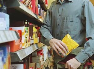 Мужчина залез в окно магазина и украл 160 тысяч рублей в Ростовской области