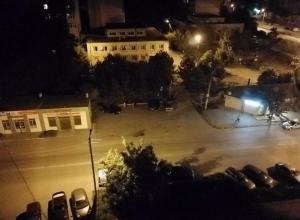 Полуночные танцы на парковке разбудили половину микрорайона в Таганроге
