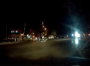 В Таганроге автолюбитель не пропустил велосипедиста и сбил его на кольце