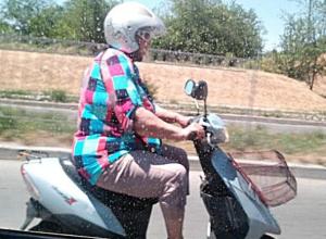Лихая «мото-бабуля» оставила позади таганрогских автолюбителей