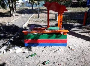 В Таганроге новую детскую площадку захватили алкаши
