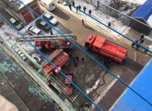 В Таганроге горит жилая девятиэтажка