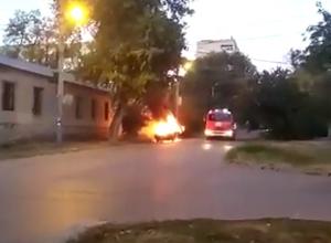 Возле «Петровских казарм» в Таганроге сгорело авто