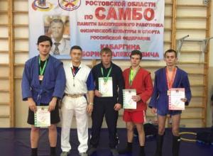 Воспитанники Дмитрия Давыдова защитят честь Ростовской области на чемпионате ЮФО по самбо