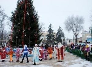 В Таганроге открыли главную городскую ёлку