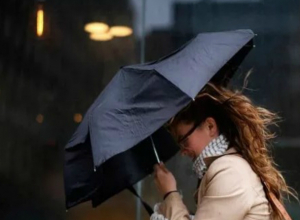 Штормовой порывистый ветер с проливными дождями обрушатся на Таганрог