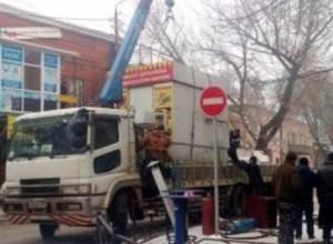 Два «упорных» ларька «Бистро» эвакуировали из центра Таганрога
