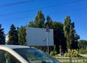 Баннер со скандальным логотипом к 320-летию Таганрога сняли