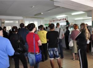 Не ожидающий проверки главврач таганрогской поликлиники №1 посоветовал инспекторам «зайти позже»