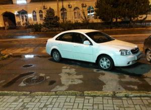 Царь - на  то и царь, чтобы парковаться не по - людски  в Таганроге