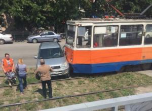 Таганрожец не заметил трамвай и попал в ДТП