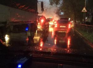 Автомобиль такси «Престиж» загорелся на ходу у магазина Таганрога