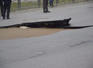 В Таганроге дождь размыл асфальт
