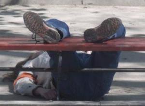 Смертный сон «уличной интеллигенции» на аллее Бессмертия в Таганроге поверг горожан в шок
