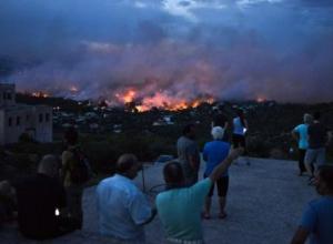 Таганрожец заподозрил в пожаре в Греции удар из космоса