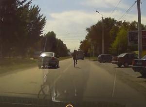 «Марафонский забег» в одних трусах и носках по проезжей части устроил мужчина в Таганроге