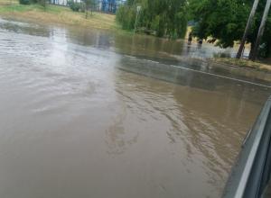 Таганрог погряз в воде, помощи люди не ждут