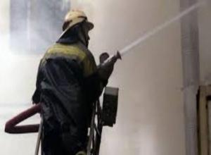 Ночной пожар в таганрогской многоэтажке разбудил все окрестные дома