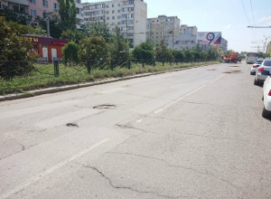 В Таганроге изобрели новый способ засыпки ям на дорогах