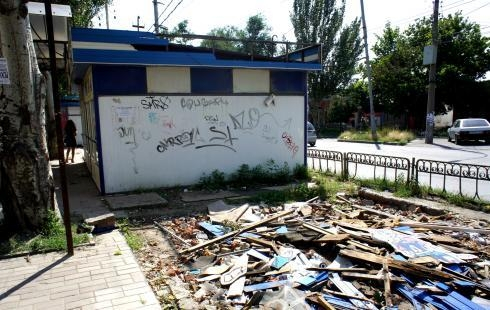 В Таганроге переулок Гоголевский очищают от ларьков