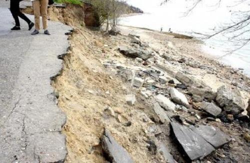 Центральный пляж Таганрога плохо готов к летнему сезону