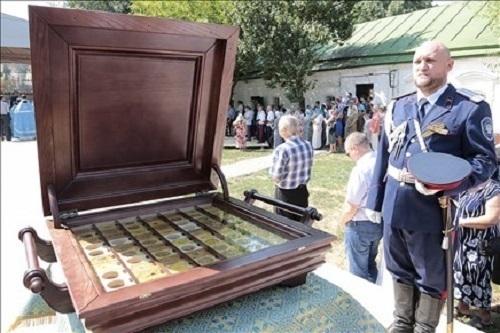 В Ростовский кафедральный собор передали найденные в Таганроге мощи святых