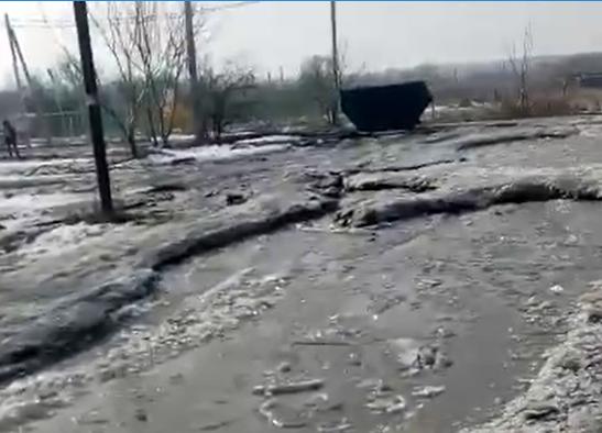 Таганроженка показала улицу, где вместо дороги – сплошная река