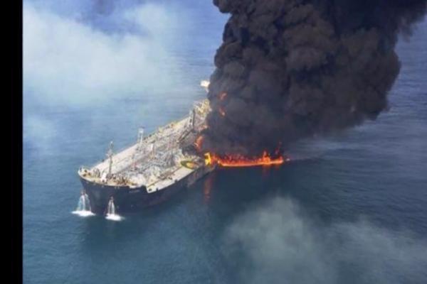 В Каспийском море горит таганрогский танкер